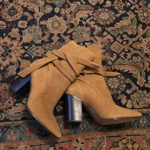 New W/O tags Banana Republic boots with ties